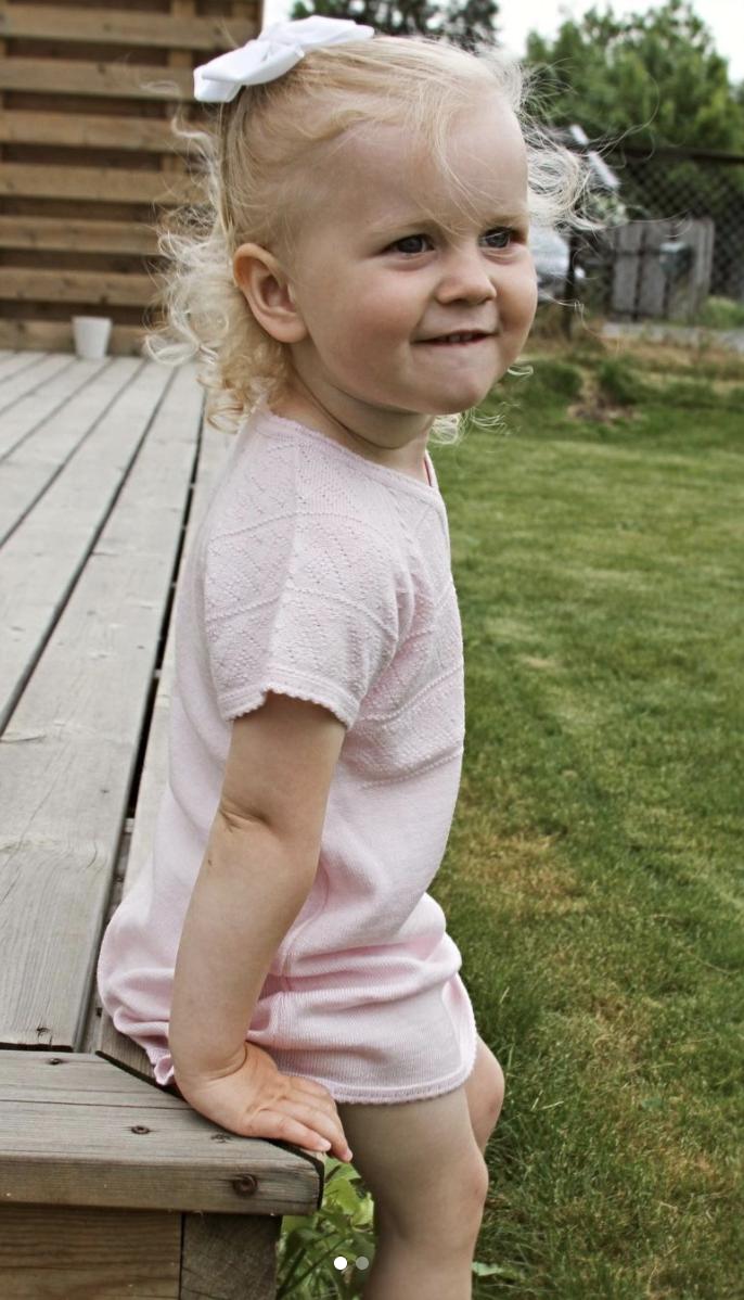 Snipp og snapp jente i rosa sommertøy